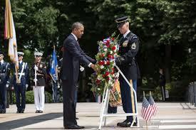 アーリントン墓地のオバマ